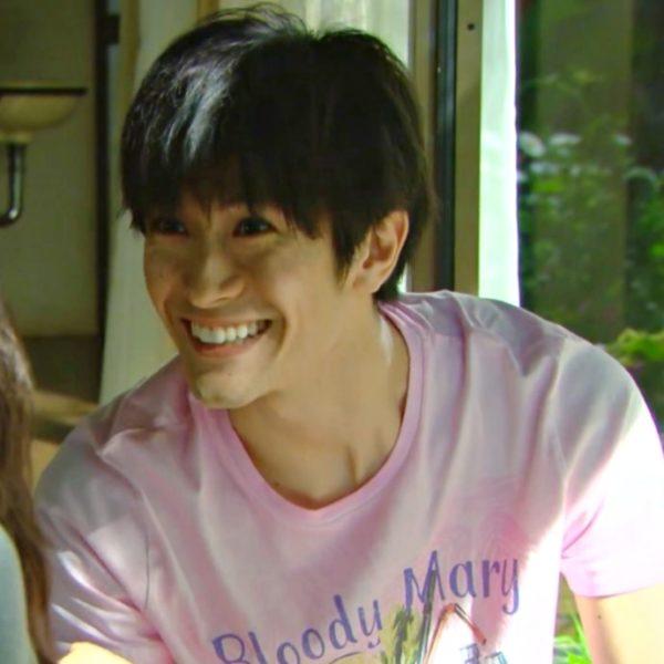 三浦春馬が着ているピンクのTシャツ