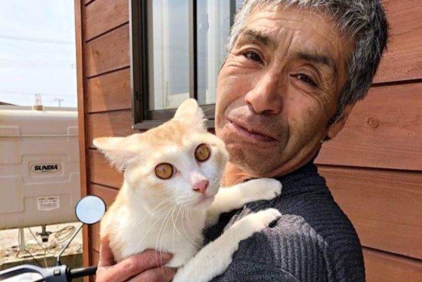 山本秀勝さんと愛猫のピコ太郎