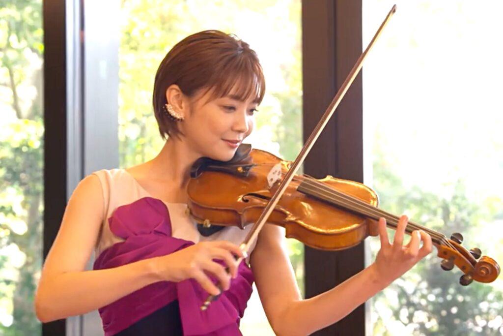 ヴァイオリンを弾く理緒