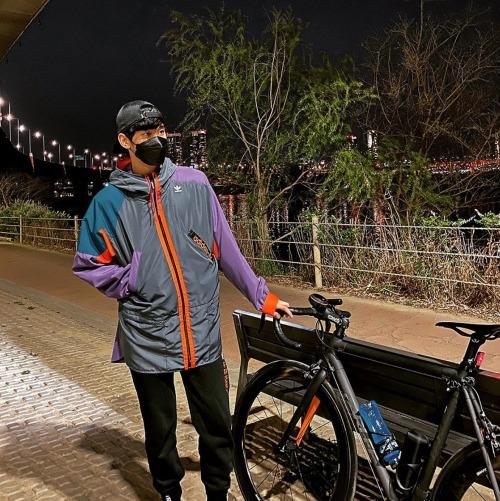 キム・スヒョン 自転車